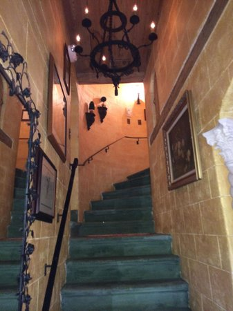 Casa Grandview Historic Luxury Inn, Cottages and Suites: Stairs to penthouse