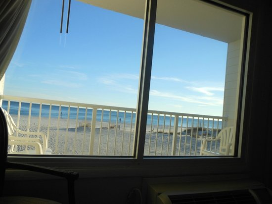 BEST WESTERN on the Beach : This is the view while laying in bed!