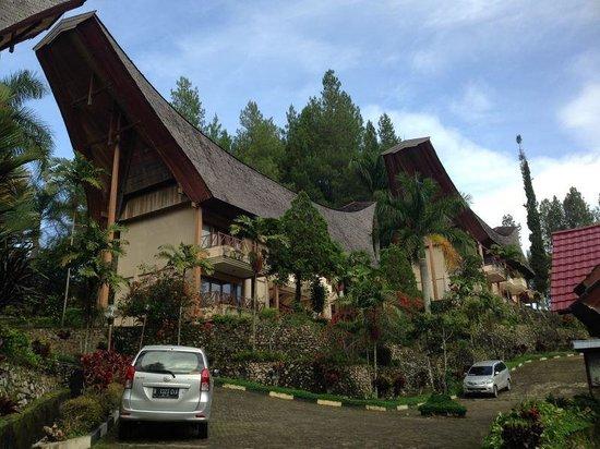Hotel Sahid Toraja: 4 bedrooms to each building. Space & style.