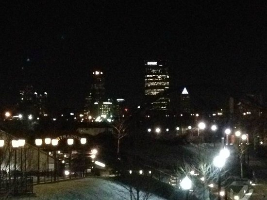 HYATT house Pittsburgh-South Side : Pittsburgh skyline at night