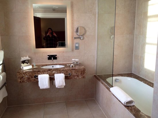 The Grand Hotel & Spa : Lovely bathroom with underfloor heating