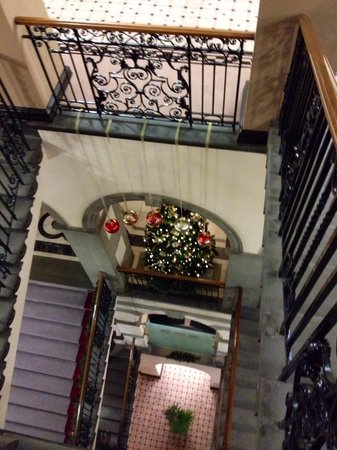 The Grand Hotel & Spa : Beautiful staircase