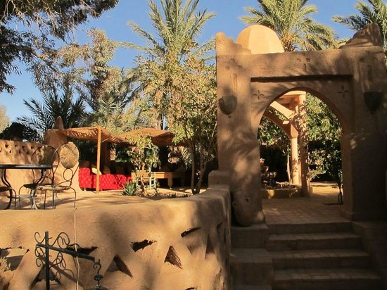 Auberge  Derkaoua: grounds by entrance and suitable for outdoor drinks and meals