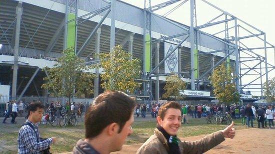 Borussia-Park: ボルシアパークへ向かう人たち
