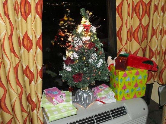 Pier House 60 Marina Hotel: Santa Came!