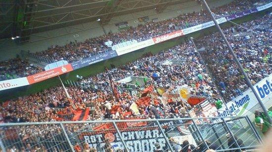 Borussia-Park: ドイツの仲でも熱いニュルンベルグのサポータ
