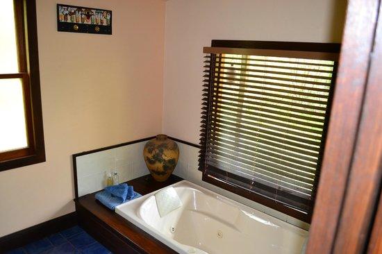 Barney Creek Cottages: Bathroom
