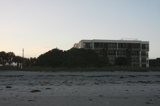 Chateau By The Sea : Looking back at the building from the beach #305