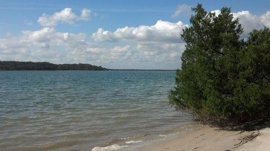 Kayak Amelia: sandy beach area