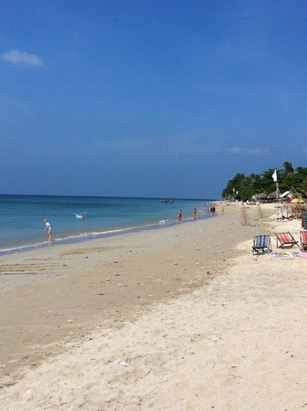 Klong Khong Beach Resort: View of beach