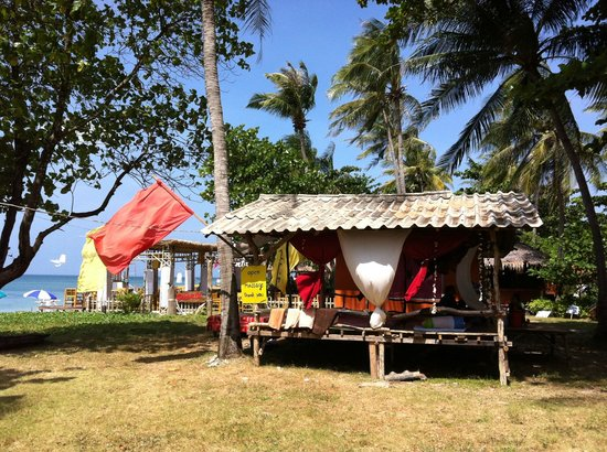 Klong Khong Beach Resort: Massage place next door