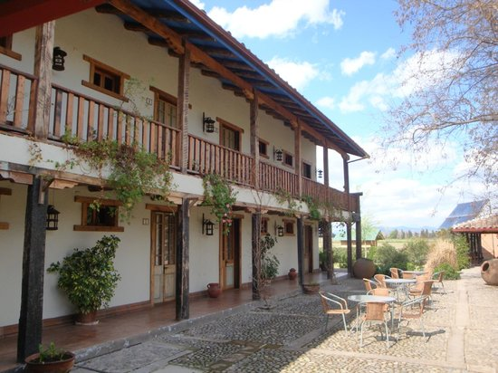 Hotel Casa de Campo: Front Room & courtyard