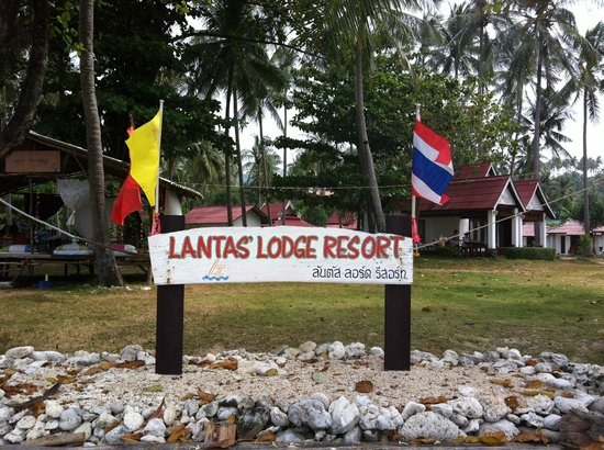 Klong Khong Beach Resort : Front sign from beach