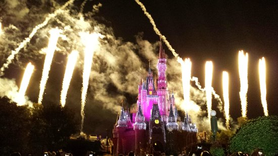 Happily Ever After Fireworks: Exemplo do vai ver...