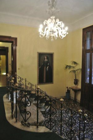Villa Spalletti Trivelli: Entrance hall