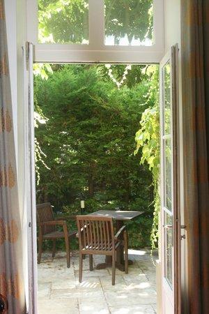 BEST WESTERN Hotel le Donjon : Terrace area