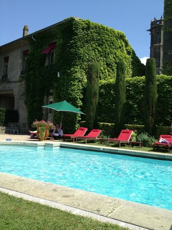 BEST WESTERN Hotel le Donjon: Pool at the Hotel de la Cite