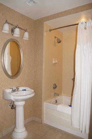 Best Western Plus St. Christopher Hotel: Bathroom