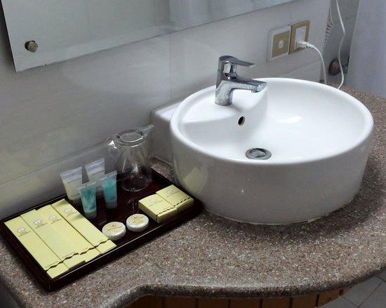 Hotel Yadanarbon: Hotel room