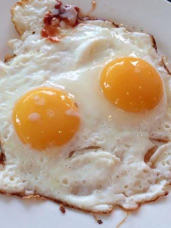 Hotel Yadanarbon: Fried eggs in breakfast