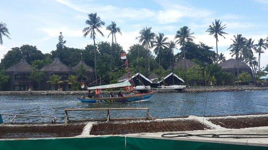Ancol Dreamland: 방갈로와 주변읃 둘러볼 수있는 배