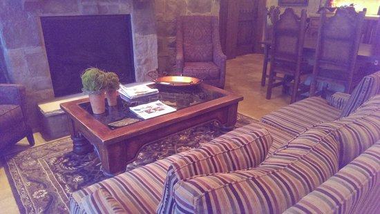 The Villas at Gervasi Vineyard: Villa lobby decor