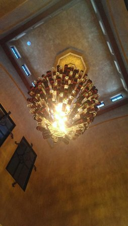 The Villas at Gervasi Vineyard: Chandelier in villa reception desk