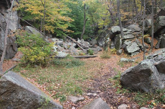 Purgatory Chasm State Reservation: Purgatory Chasm - Looking back up the valley from Devils coffin area