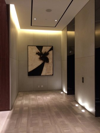 Four Seasons Hotel Toronto: Elevator hall to the guestrooms