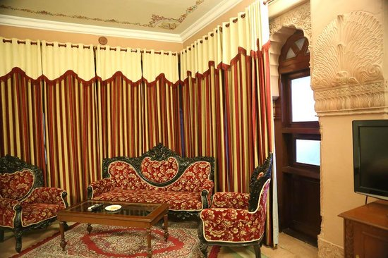 The Laxmi Niwas Palace: Our bedroom interior