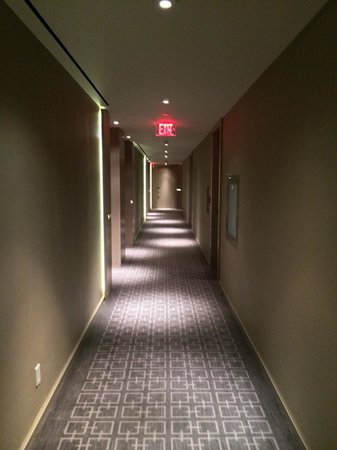 Four Seasons Hotel Toronto : Hallway to the guestrooms