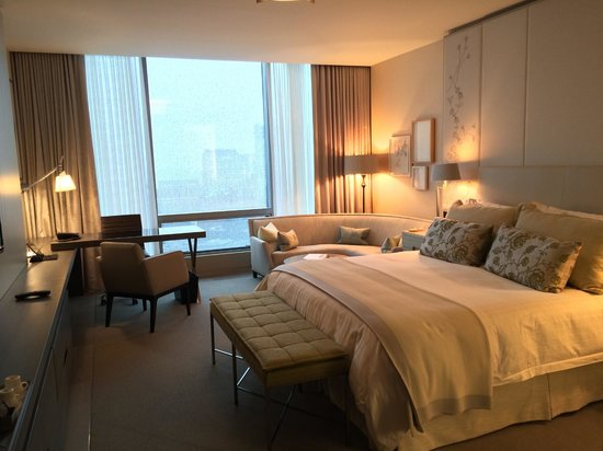 Four Seasons Hotel Toronto: Elegant room interior