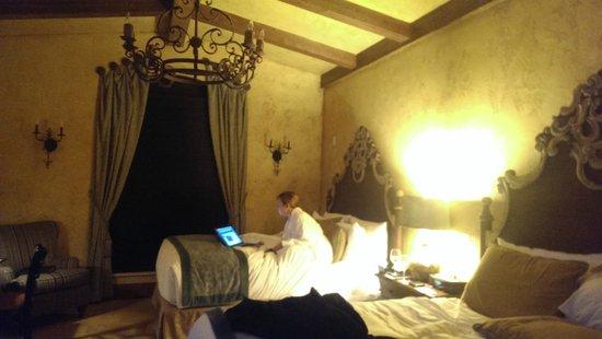 The Villas at Gervasi Vineyard : Our villa at night