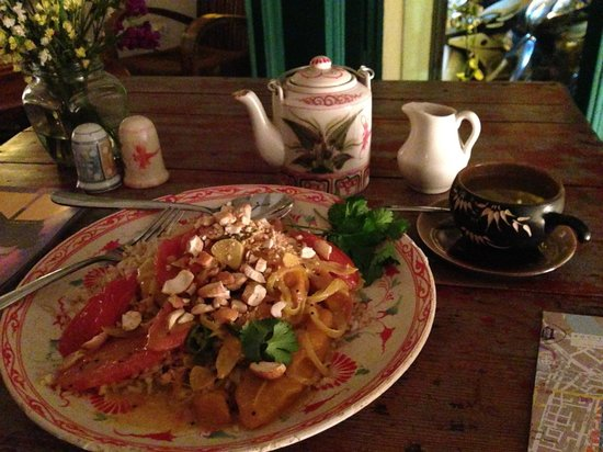 The Hanoi Social Club : Mango Curry & Tea
