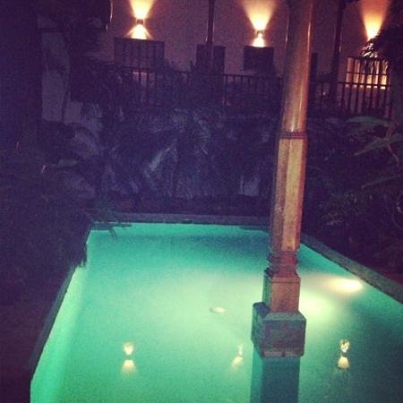 Miss Margrit's Guest House: Beautiful night view of pool