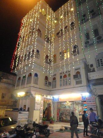 Mewar Haveli: Hotel Front....