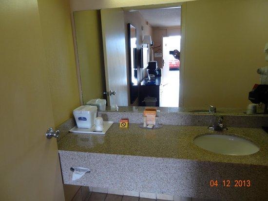 Howard Johnson Inn Airport Florida Mall: Quarto 110