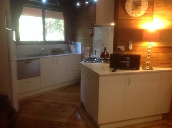 The Mouses House Rainforest Retreat : snow white kitchen - everything you could ever need is here