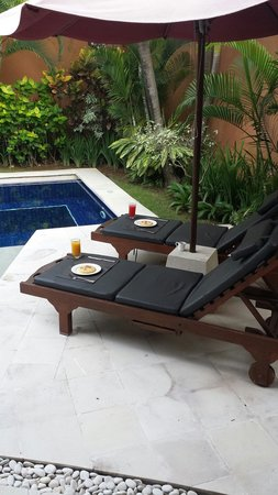 The Kunja Villas & Spa: Afternoon tea by our pool