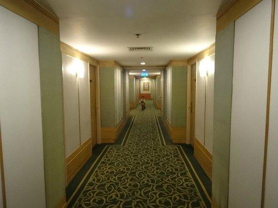 New World Saigon Hotel : Corridor