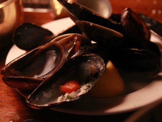 Lucas Wharf Restaurant: Mixed clams and mussels--sorry, ate 'em first--