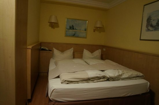 Hotel Royal: 더블베드.. 아주 넓음