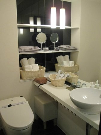 Cross Hotel Osaka : Bathroom