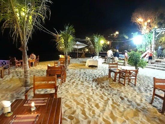 Chez Carole Resort: Beach
