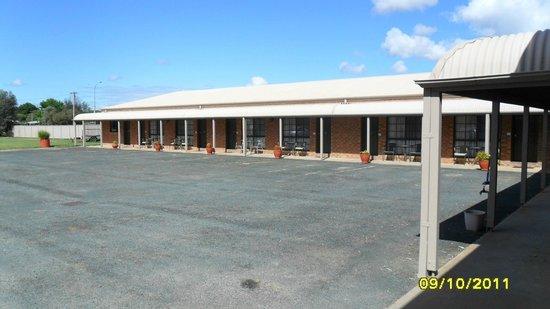 Settlement Motor Inn: Heaps of parking space