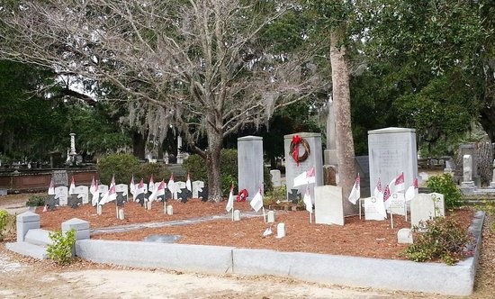 Magnolia Cemetery: Graves of the Confederate Submariners of the Hunley
