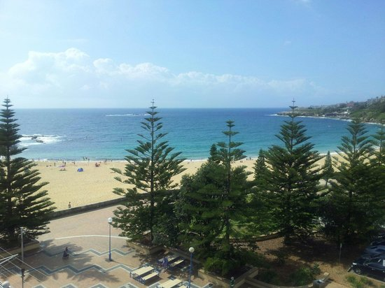 Coogee Sands Hotel & Apartments: Rooftop view of beach