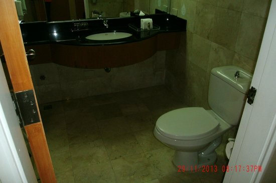 Somerset Millennium Makati: Bathroom