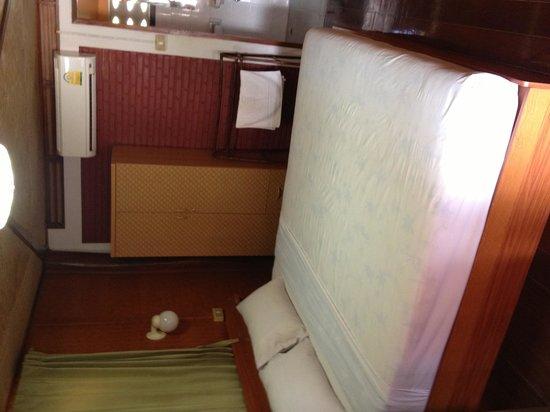 Ben Guesthouse: Chambre à l'étage à 700 baht.