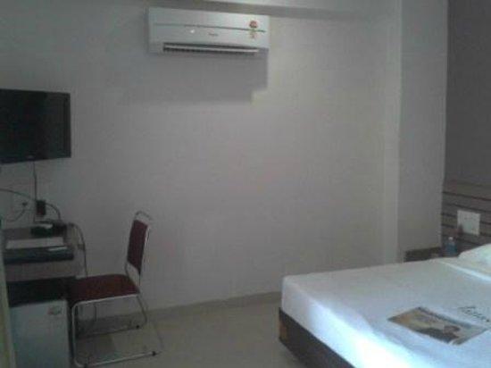 Pallavi Avida: Spacious room